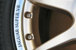 HighgateHouse Decals for Jaguar Super V8 Wheels